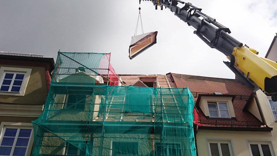Über Dächer Kemeny Kranvermietung aus Landsberg